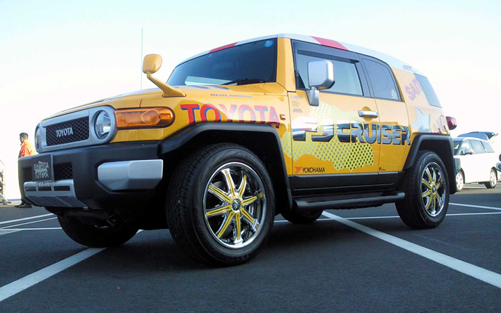 2 face F/A [METAL COAT / YELLOW] (attached to FJ CRUISER)
