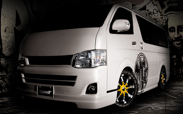 BEAST [BLACK POLISH / YELLOW] (attached to HIACE)